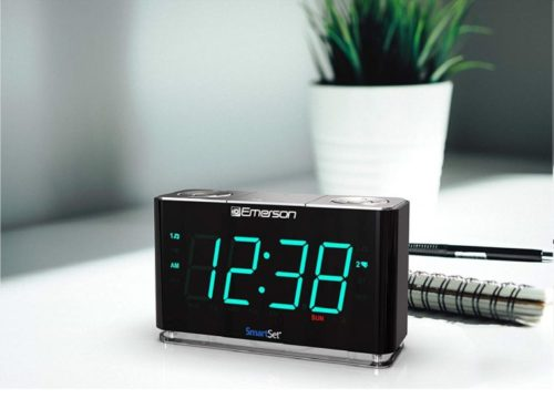 2.Emerson SmartSet Alarm Clock Radio with Bluetooth Speaker, Charging Station Phone Chargers with USB port for iPhone iPad iPod Android and Tablets, ER100301